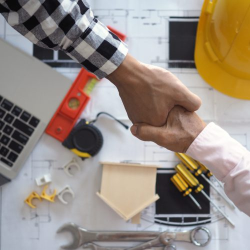 Hand in hand between project contractors and customers due to negotiation of expenses and investments, construction and repair of residential buildings.